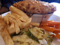 english-steak-and-kidney-pie-with-veg-and-chips_t20_Xzd8Pl.jpg